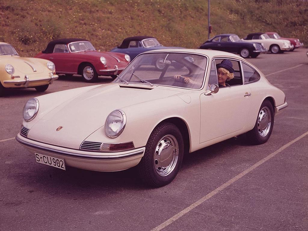 Den allra första 911:n presenterad 1963. Större och dyrare än 356, samt sexcylindrig.