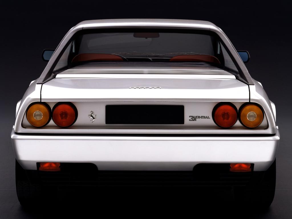 - Il modello Ferrari 3.2 Mondial fu presentato al Salone di Francoforte del 1985.