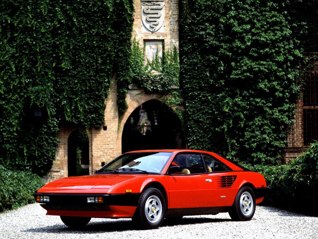 Ferrari Mondial 8, den första versionen av Ferraris mittmotoriserade fyrsitsare.