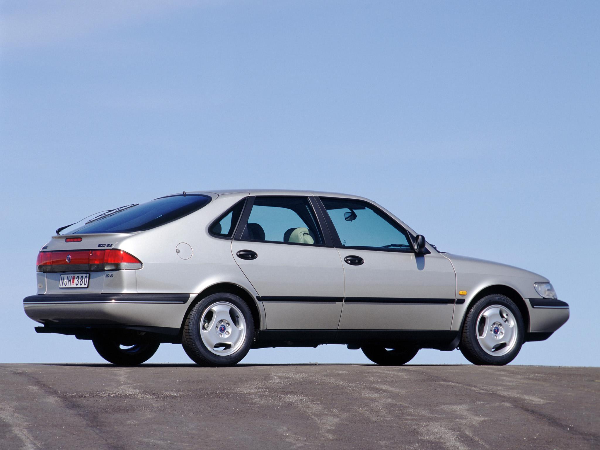 Andra generationens Saab 900 byggdes på ett moderniserat Opel Vectra-chassi. Kvalitetsproblem och tråkiga köregenskaper satte käppar i hjulen, men bilen blev betydligt bättre med åren.