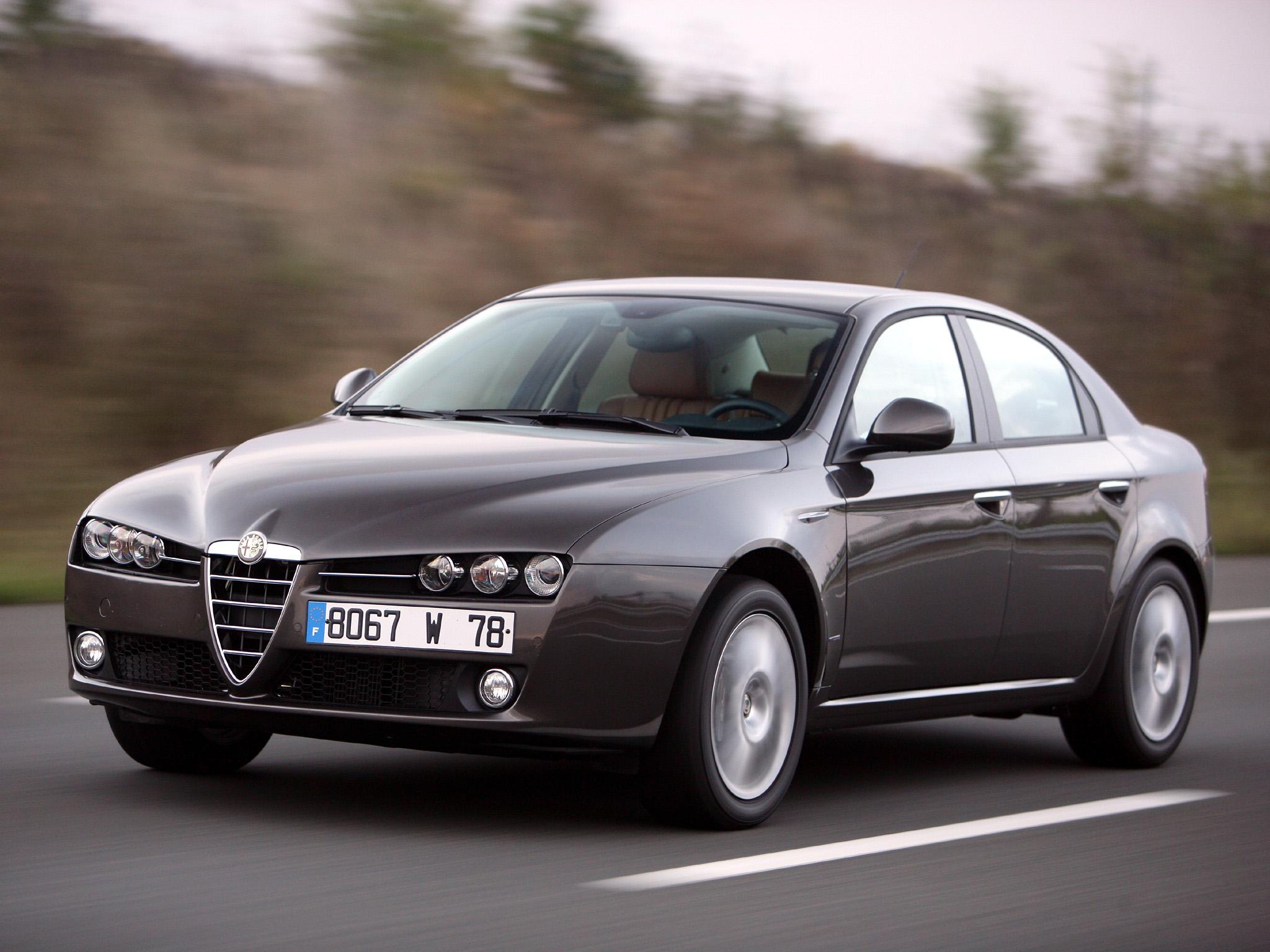Svårt eleganta Alfa 159 tog över som en betydligt mer premium-inriktad vagn än föregångaren 156. Produktion 2005-2011.