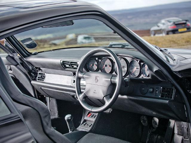 Den klassiska interiören i en luftkyld 911, här en 993 från 1994-97.