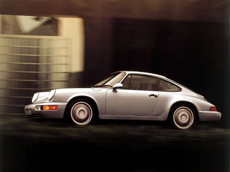 911 i sin 964-generation kom 1989, här en Carrera Coupé. Rundare, modernare former och en hel del nytt under skalet, men knappast en helt ny bil!