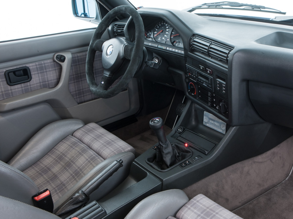 BMW E30 M3 Evolution II interior