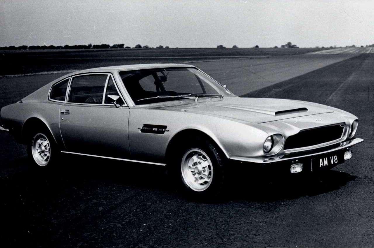 En tidig Aston Martin V8 Coupé, premiär 1972.