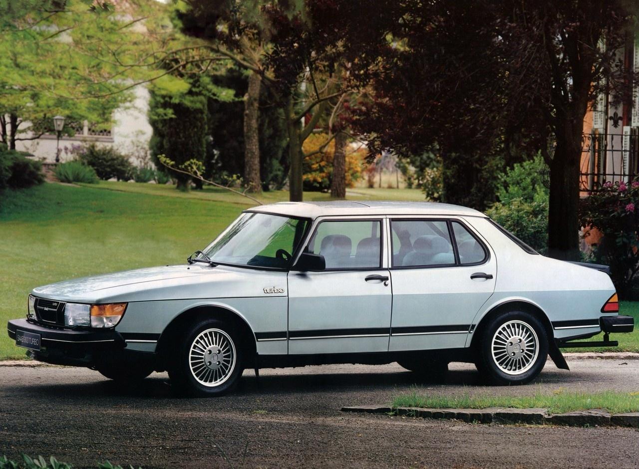 Saab 900 Turbo (4d sedan)