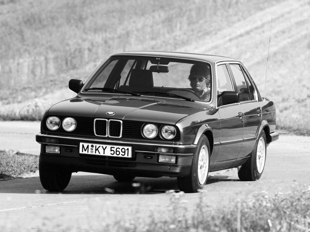BMW 3-serie E30, här en 325i i full karriär. Kanske personifierar denna generation treans kärnvärden allra bäst!