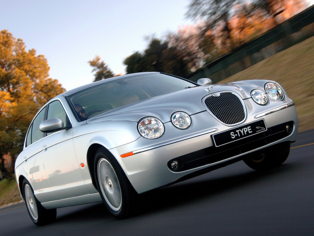 Jaguar S-Type i sitt sista utförande 2005-07. Moderniserad kaross, förbättrad interiör och förbättrat chassi.