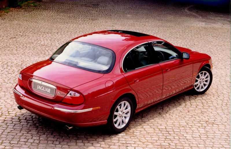 Retroinspirerade S-Type (1998-2007), Jaguars första försök till en mindre och billigare bil än stora XJ med massproduktion som vanliga bilar. Målet var främst att ta kunder från BMW 5-serie.