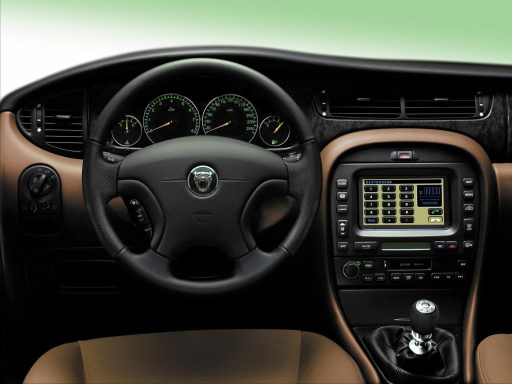Den trevliga interiören i lilla X-Type, men något plastigare än Audi och BMW.