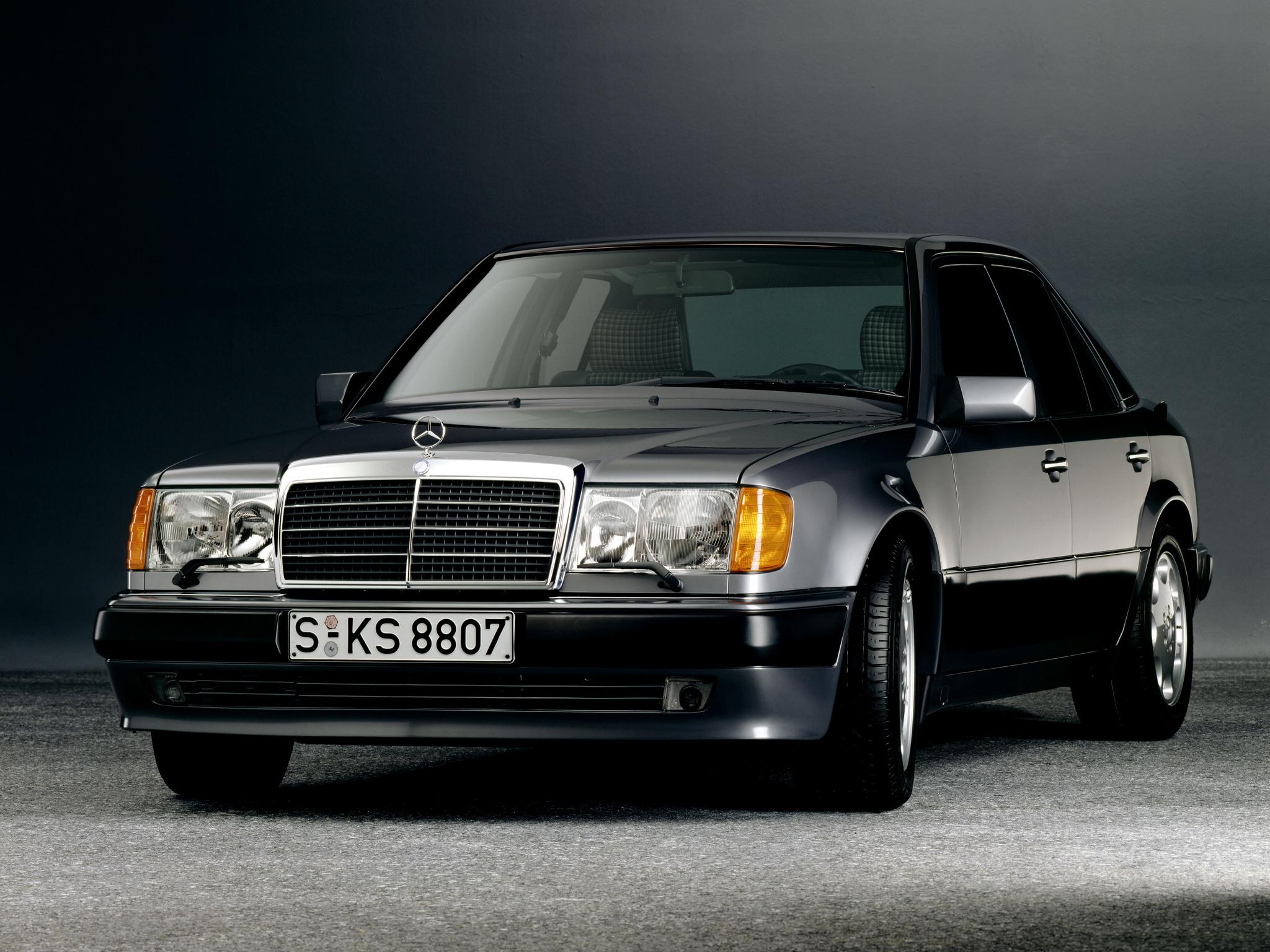 Feta, urstarka Mercedes 500E var en rak höger mot BMW M5. Starkare, dyrare, bekvämare men mindre sportig.