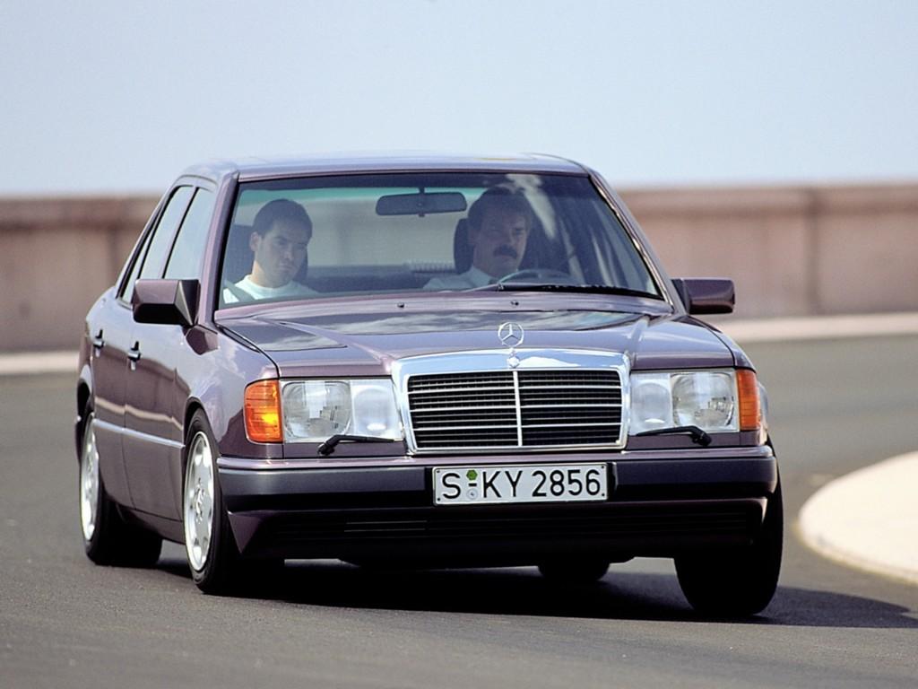 Mercedes W124 med sportline-paket gav en mer uppsluppen bil att köra, allt för att mota BMW i grind.