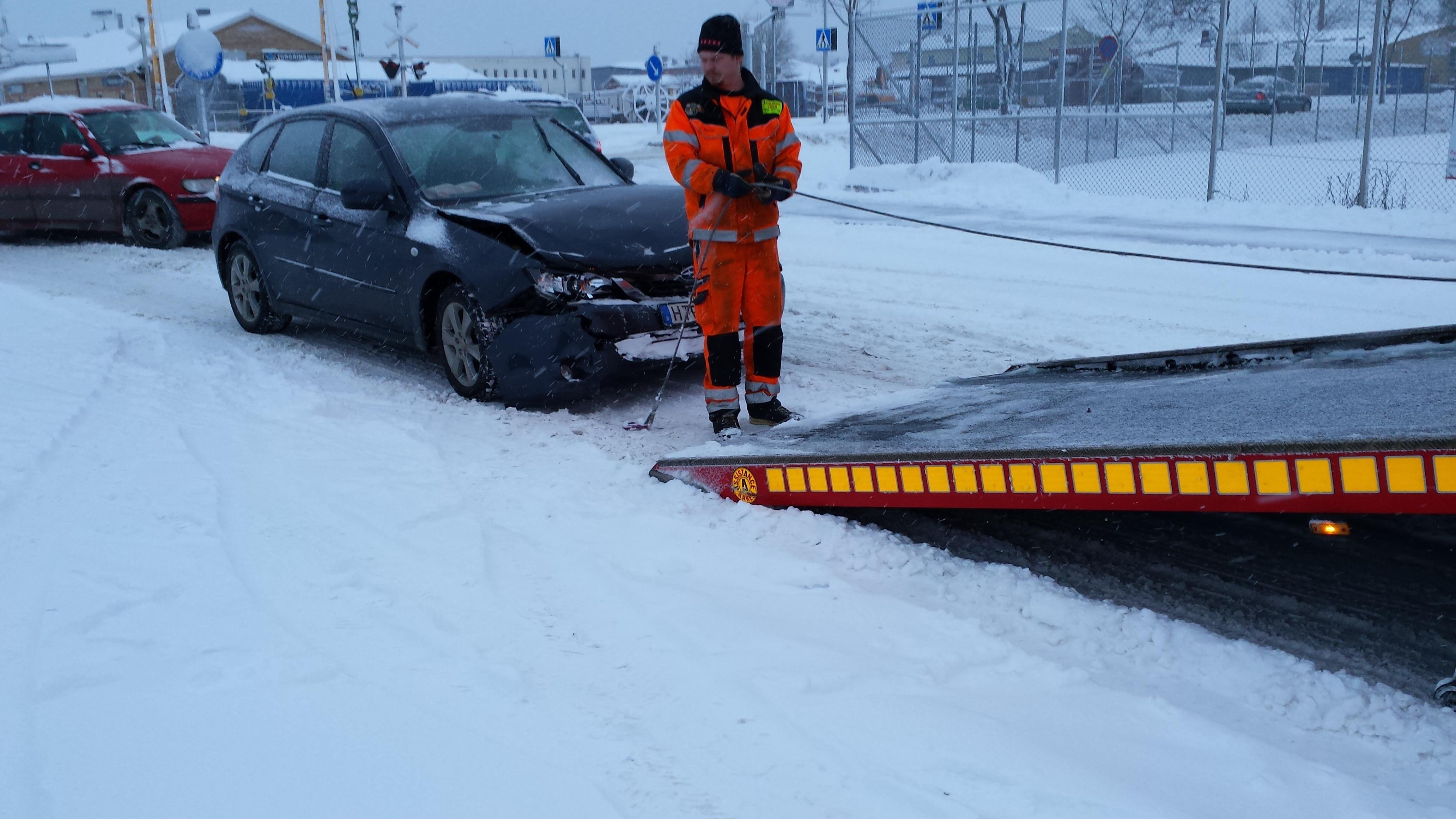 Skadorna på Mats Subaru Impreza var värre än de såg ut. Bilen fick skrotas.