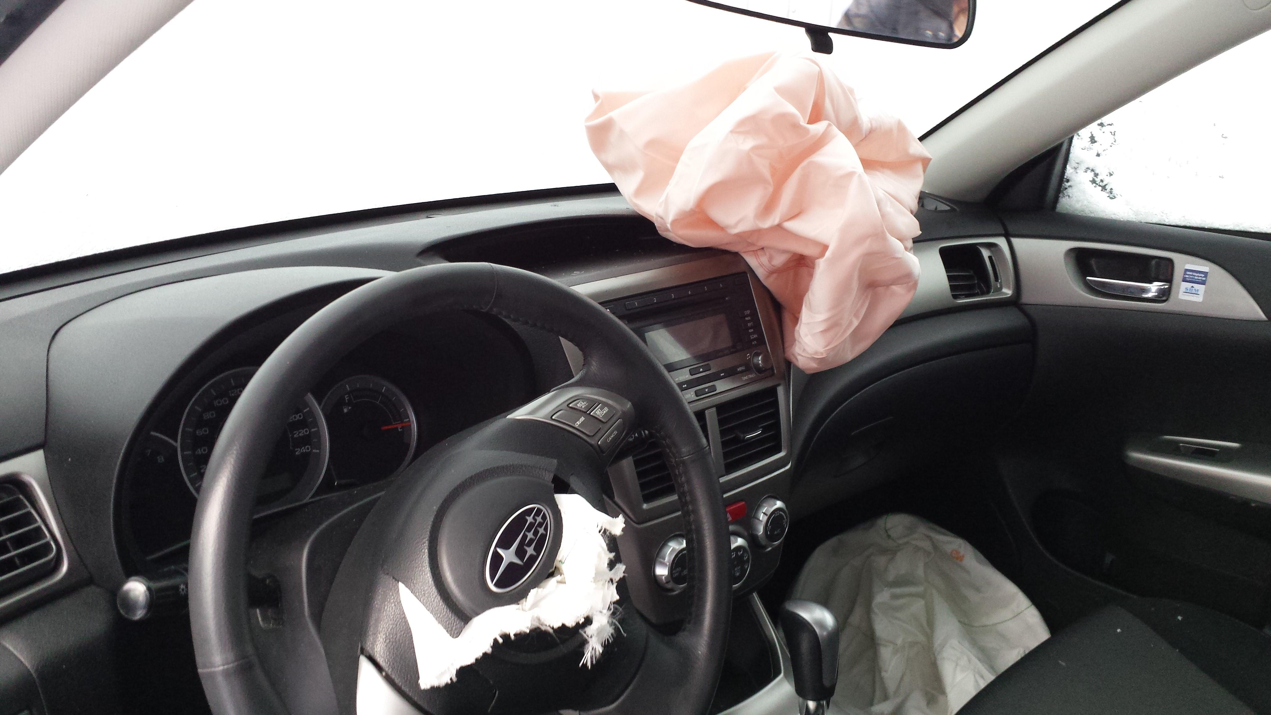 Mats Subaru efter att airbagarna löst ut