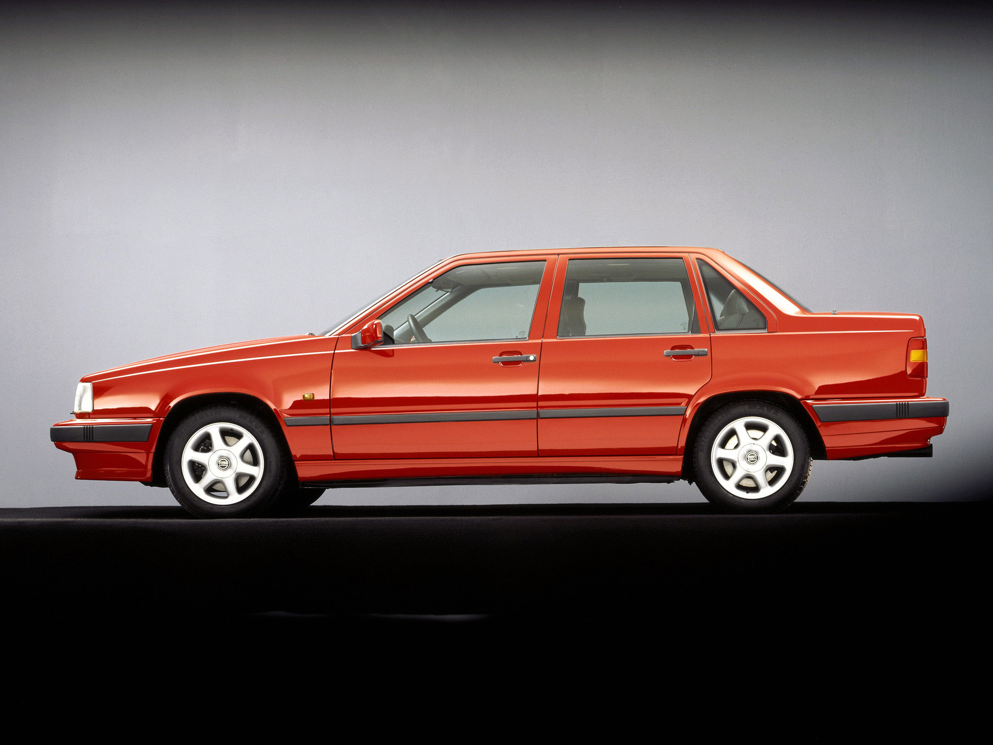 1991_Volvo_850_002_2106