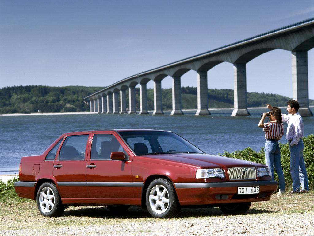 Volvo 850 i ansiktslyft utförande introducerades 1995. Den nya, rundare fronten syns här.