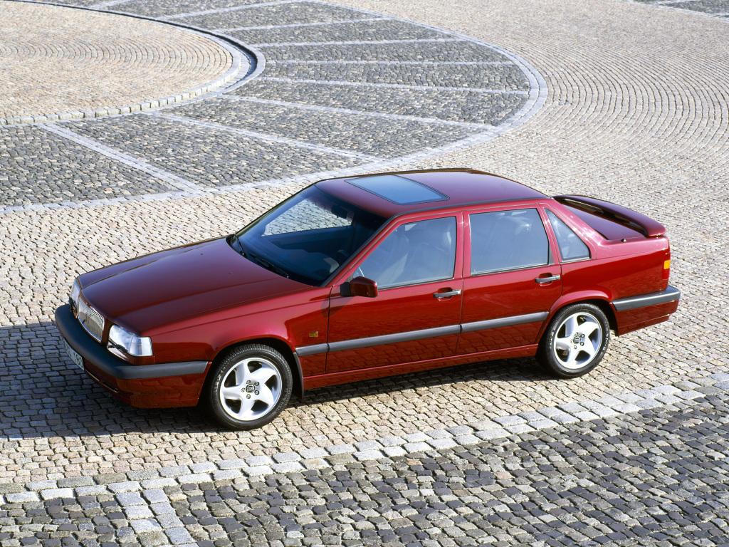 Volvo 850 Turbo med sin diskreta bakvinge och snygga alufälgar. Bilden visar en -94 års modell vilket syns på den gamla bakdelen. Första årsmodellen av 850 Turbo hade nämligen den nya fronten och gamla bakdelen!