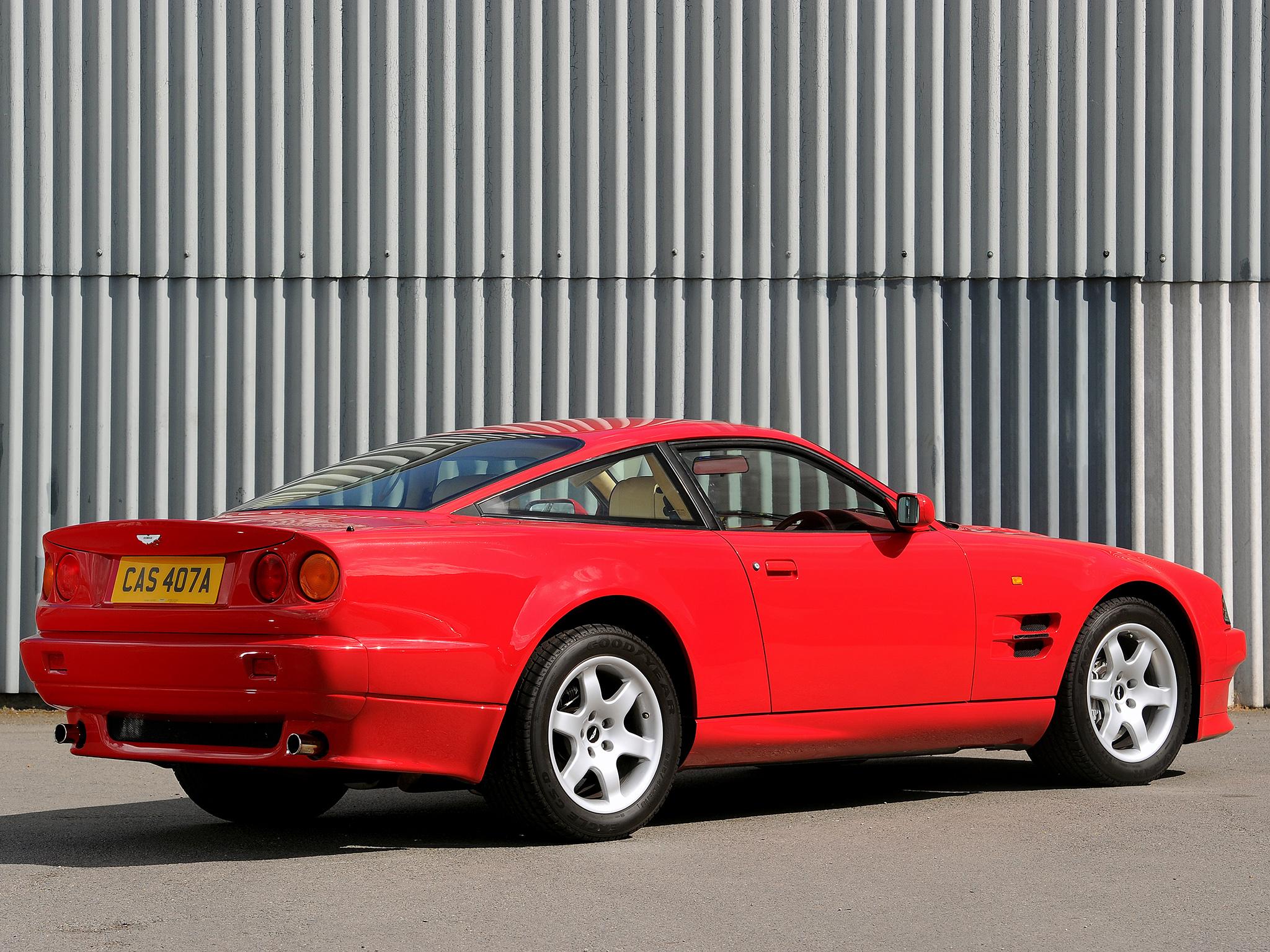 Aston Martin V8 Vantage med sin kraftigt förändrade kaross.