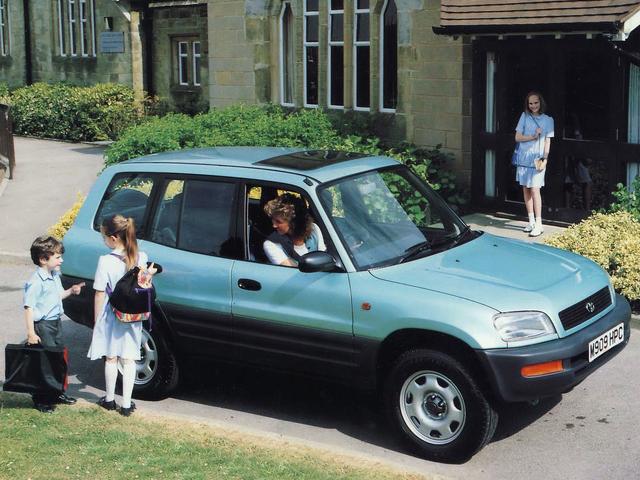 Toyota Rav4 från 1995 var först i klassen med personbilslika SUV:ar och därmed en riktig trendsättare.