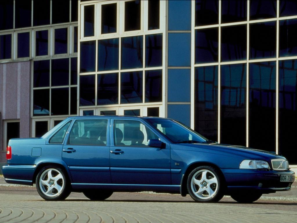 850 fick nytt liv i den kraftigt modifierade S70 från 1998. Nu föddes även den klassiska V70-beteckningen för kombimodellen.