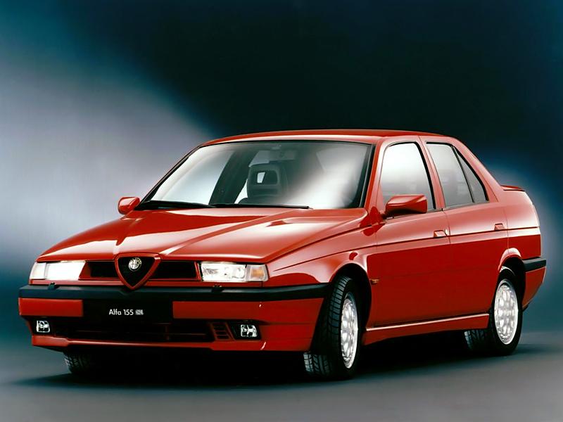 Alfa 155 med premiär 1992. En betydligt mer slätstruken karaktär än den utgående 75:an, formmässigt såväl som tekniskt. Under skalet fanns en framhjulsdriven Fiat Tempra.