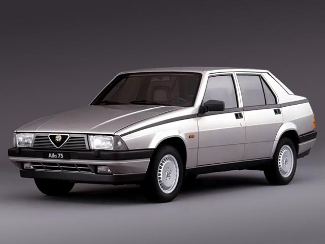 Alfa 75 med premiär 1985. Den tog över Alfettans teknik med de Dion-bakaxel och växellådan bak men fick en betydligt intressantare kilform.