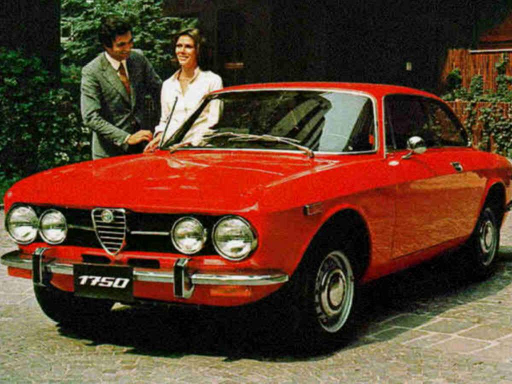 En Alfa från 60-talets storhetstid - Alfa Romeo Giulia GT. Flamboyant GT-bil för folket, men även de rika ville ha en.