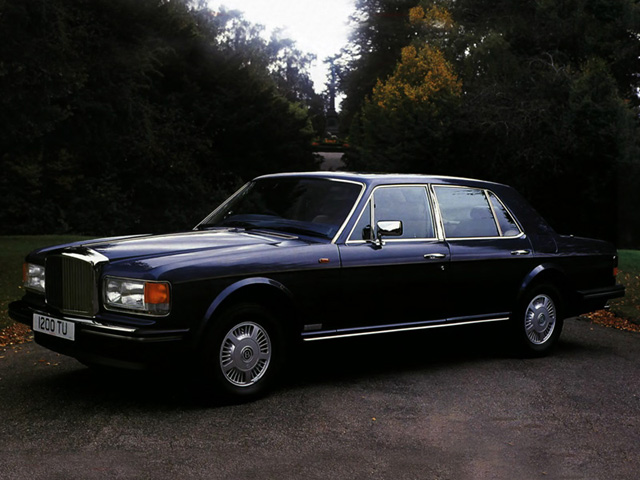 Bentley Mulsanne S kom 1987 och adderade mer sportighet åt den stora lyxbilen. Rektangulära lysen före 1989!