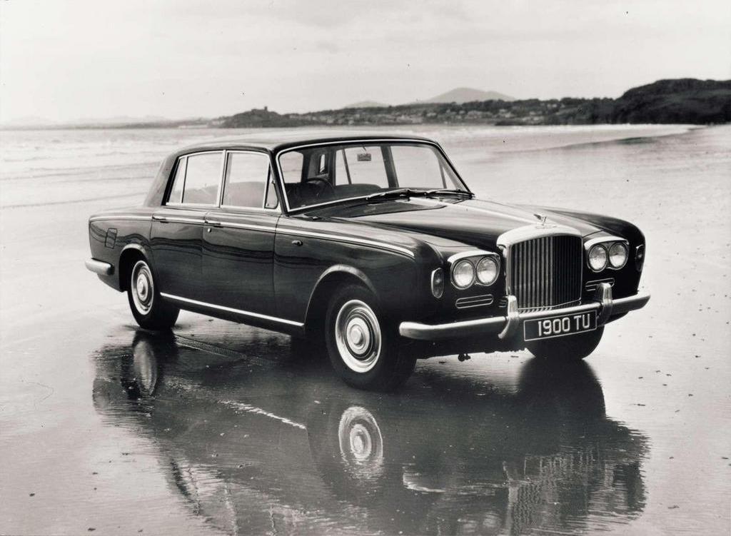 Bentley T-serie var samma bil som Rolls Royce Silver Shadow och tillverkades mellan 1965 och -81. På bilden en tidig T1 med 6,2-liters V8.