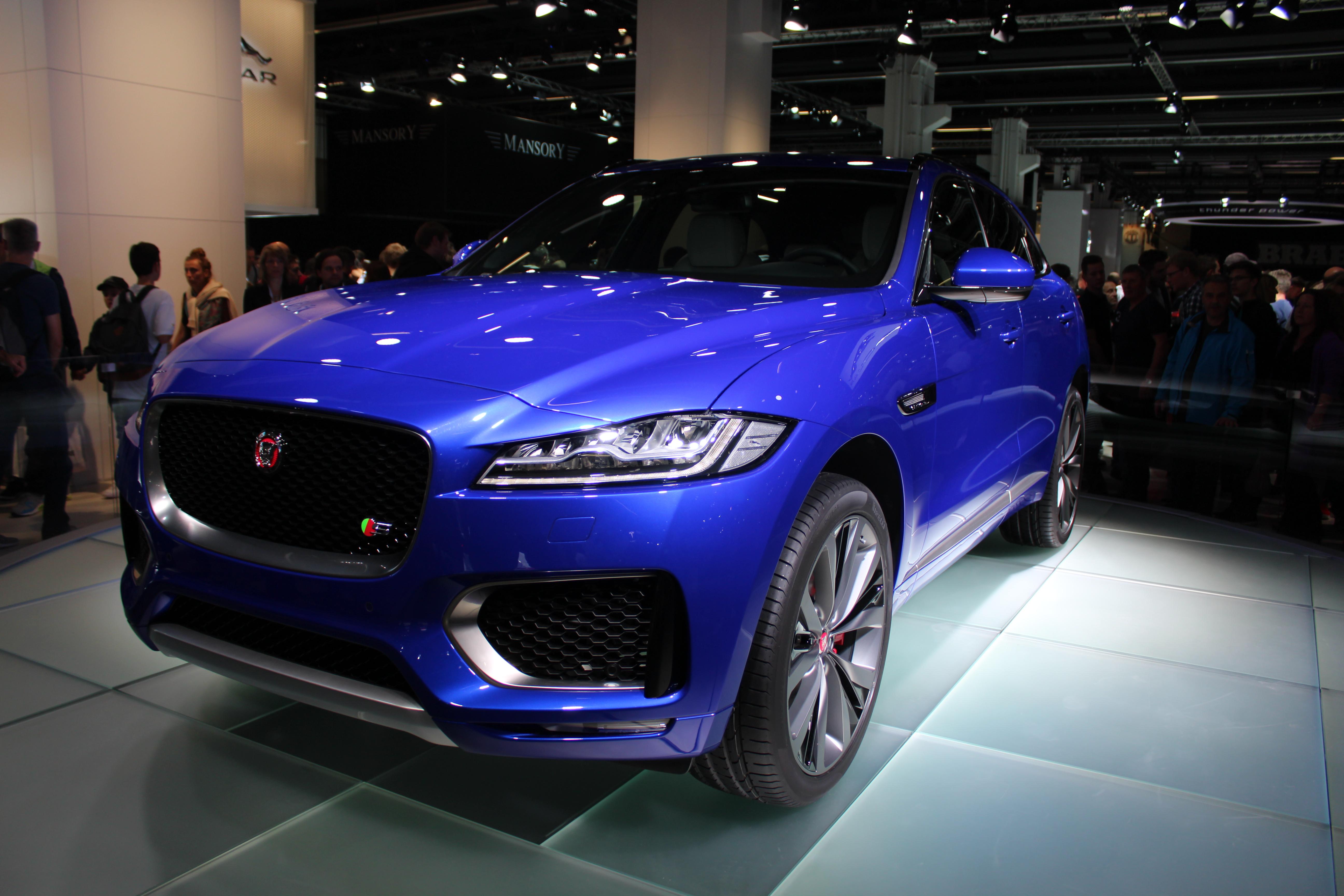 Jaguar F-Pace, märkets första SUV. Lovar gott trots helgerånet!