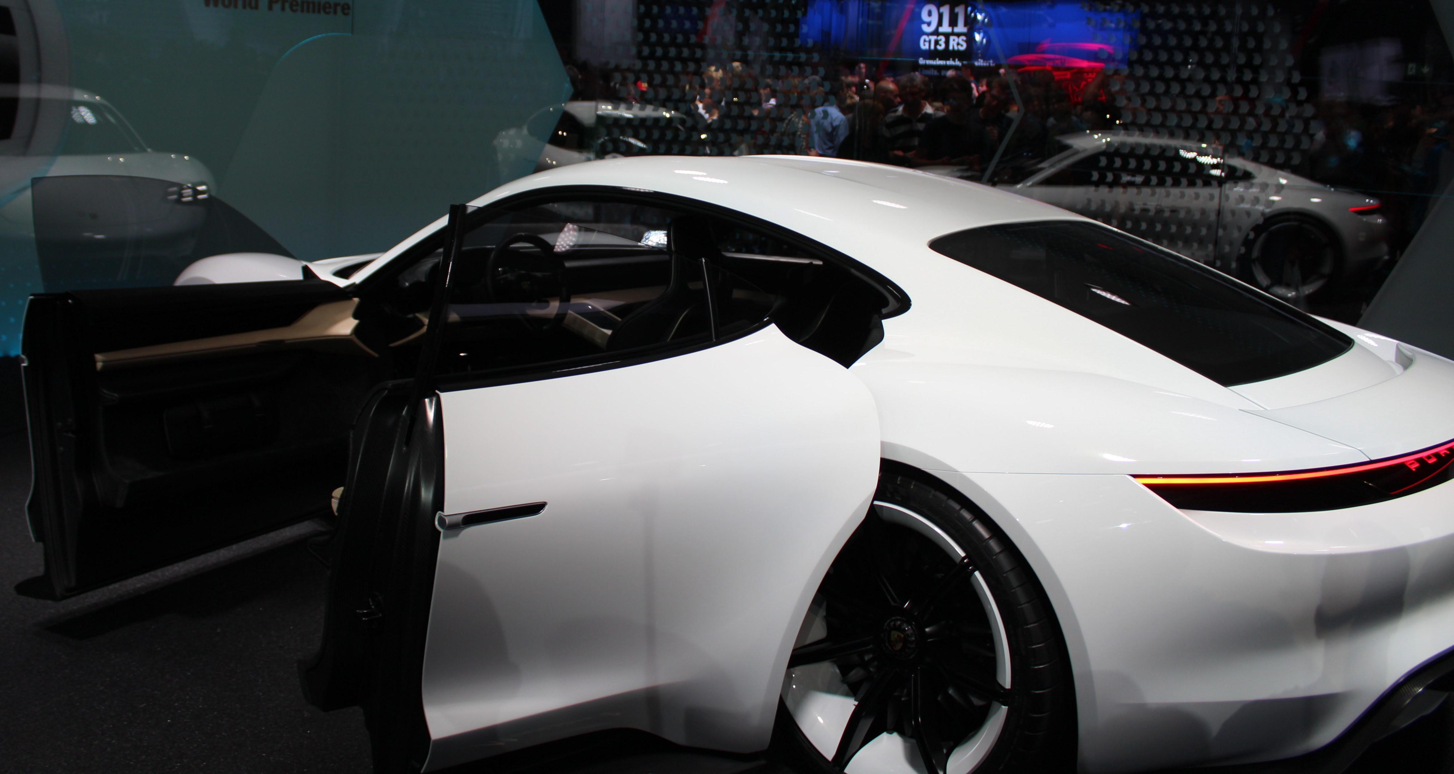 Omosskännligen Porsche. Så här vill vi se en mindre sportsedan från märket!
