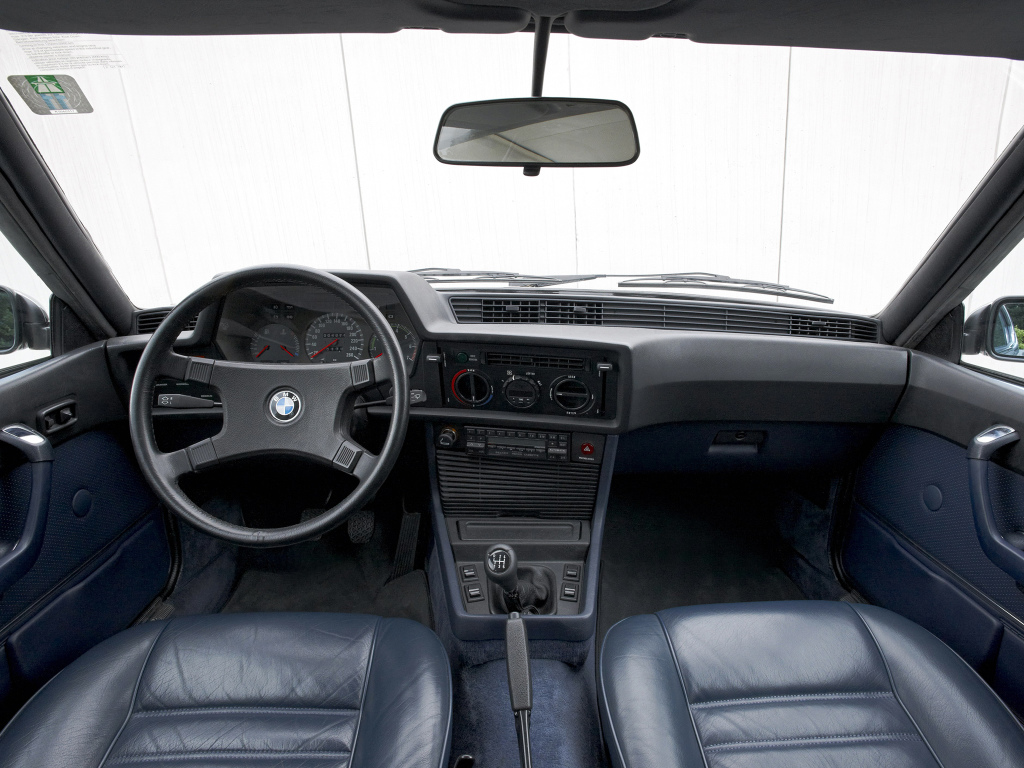 Den enkla, välbyggda och högst renläriga instrumenteringen i första generationens 6-serie.