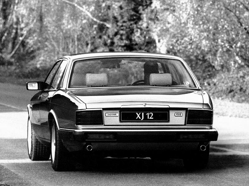 """Bakpartiet på en XJ40: här syns den Jaguar- karaktäristiska """"ankstjärten"""" tydligt!"""