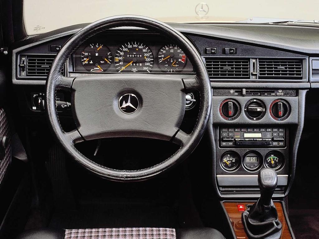 Mercedes 190E 2.3-16 interior_