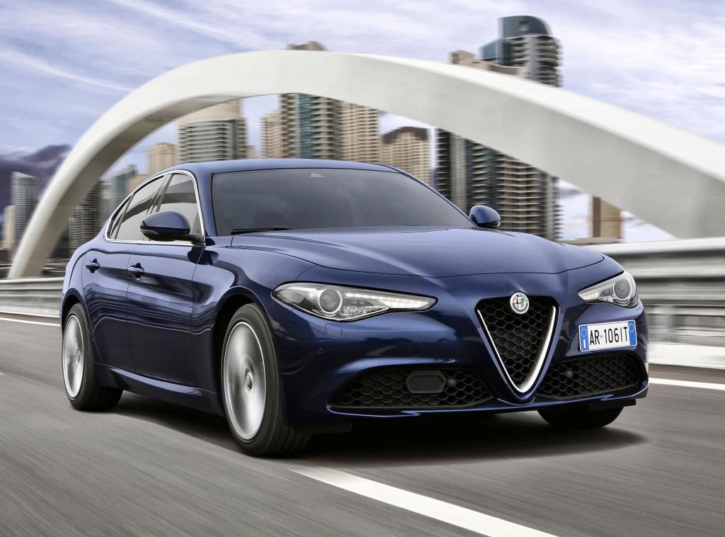 Giulia i grundutförande. Får nyutvecklade fyror med bensin- såväl som diesel-drift. Bakhjulsdriven och så småningom med fyrhjulsdrift som tillval.