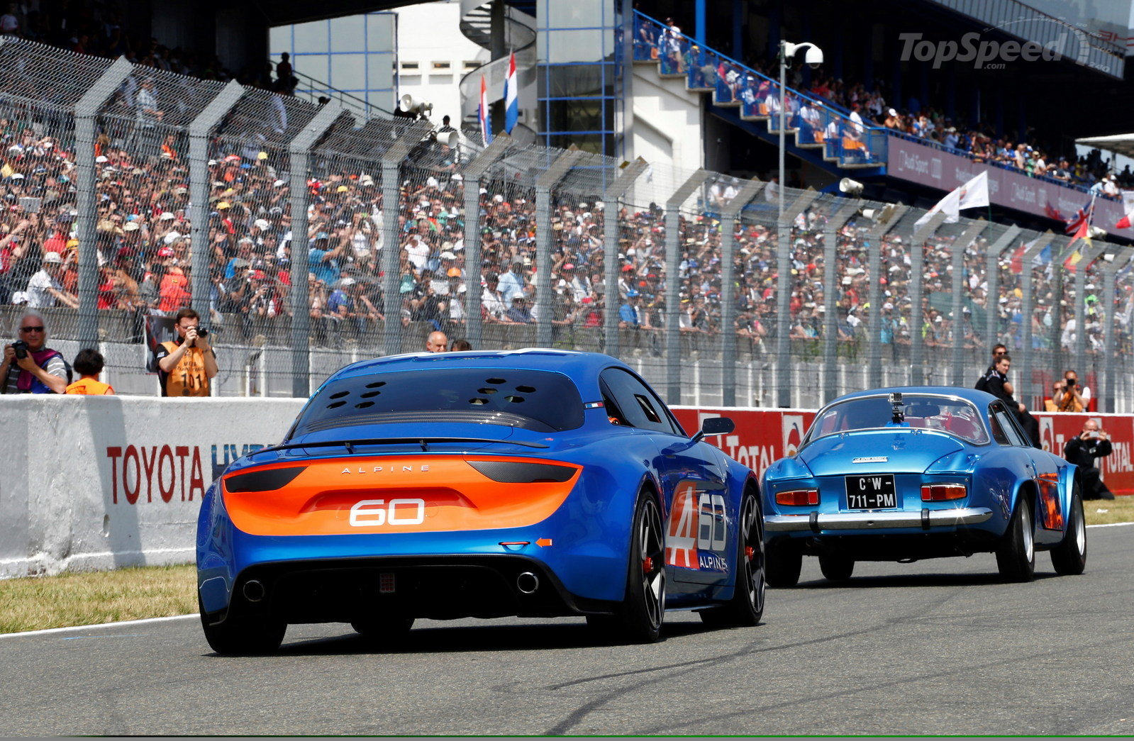 Alpine Celebration Concept tillsammans med legenden A110 på LeMans 2015.