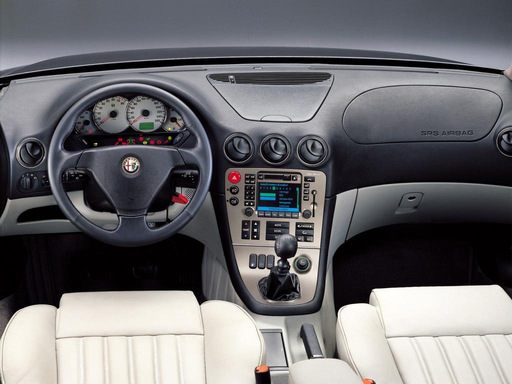 Påkostat och egensinnigt inne i Alfa 166.