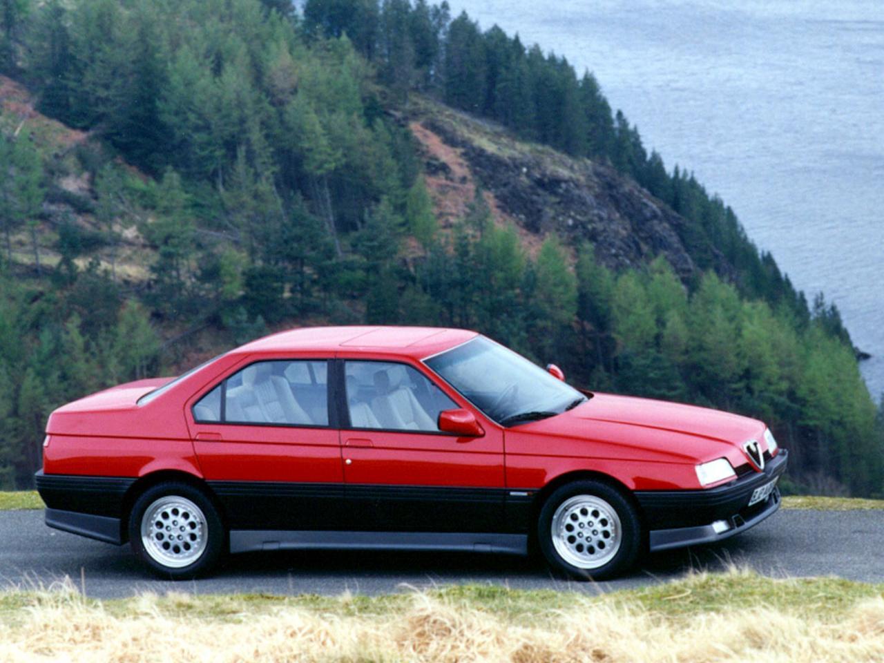 Alfa 164 Q4, den fyrhjulsdrivna och 24-ventilade varianten av toppmodellen Quadrifoglio. Premiär 1993. Iögonfallande kjolpaket och superhäftiga fälgar. Snabb!