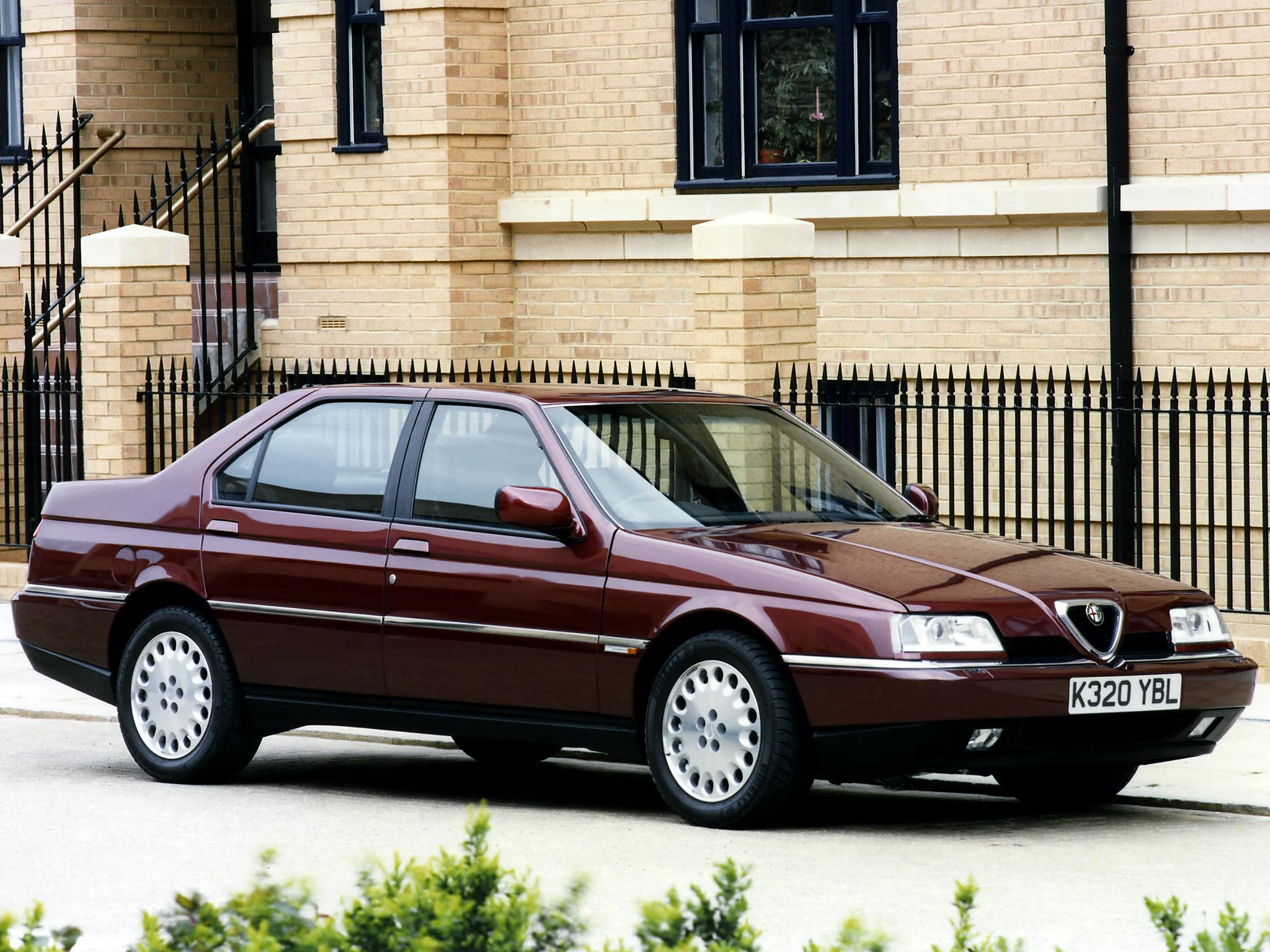 Alfa 164 Super kom 1993 i samband med en uppdatering av modellen och gav ett betydligt lyxigare intryck än tidigare.