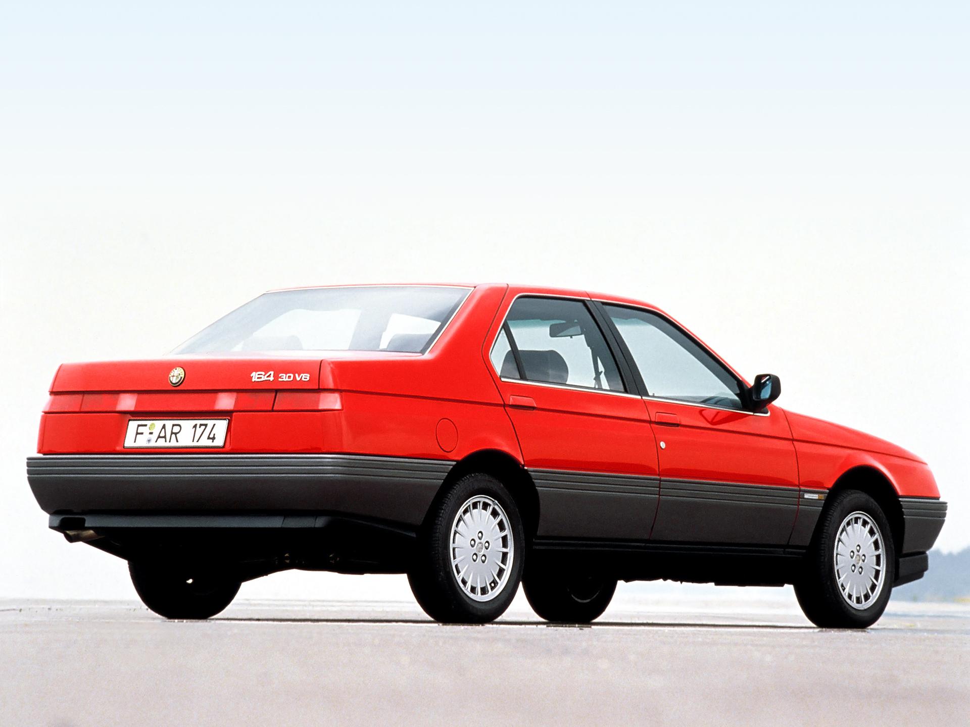 De nätta, skarpa penndragen hos Alfa 164. Har det byggts en snyggare fyradörrarsbil?!