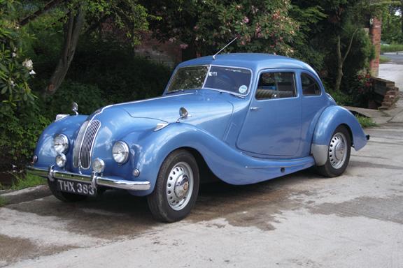 Bristol 400 var märkets första bil. Chassiet och motorn kom från BMW. Byggdes i 487 exemplar 1947-50.