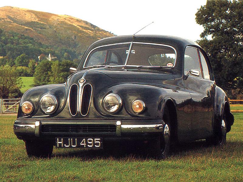Bristol 401 från 1948 med nytt aerodynamiskt aluminiumskal. Även denna drevs av den raka 2-literssexan från BMW med ursprung från 1936.