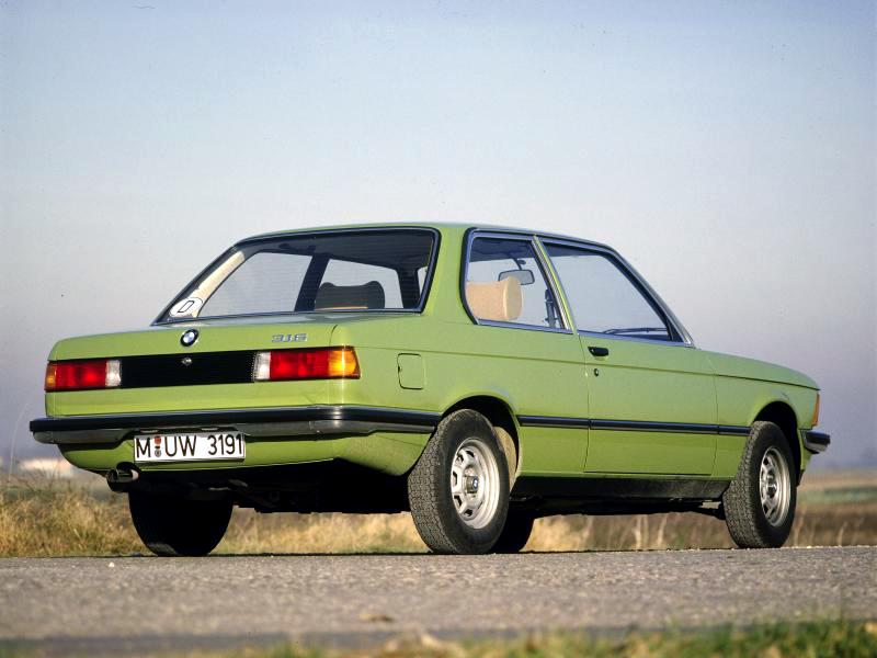 BMW 316, den beskedliga inroparen i 3-serievärlden. Knappast snabb men lika kultiverad och välbyggd som sina motorstarkare bröder. Skåda den härliga 70-talsfärgen!