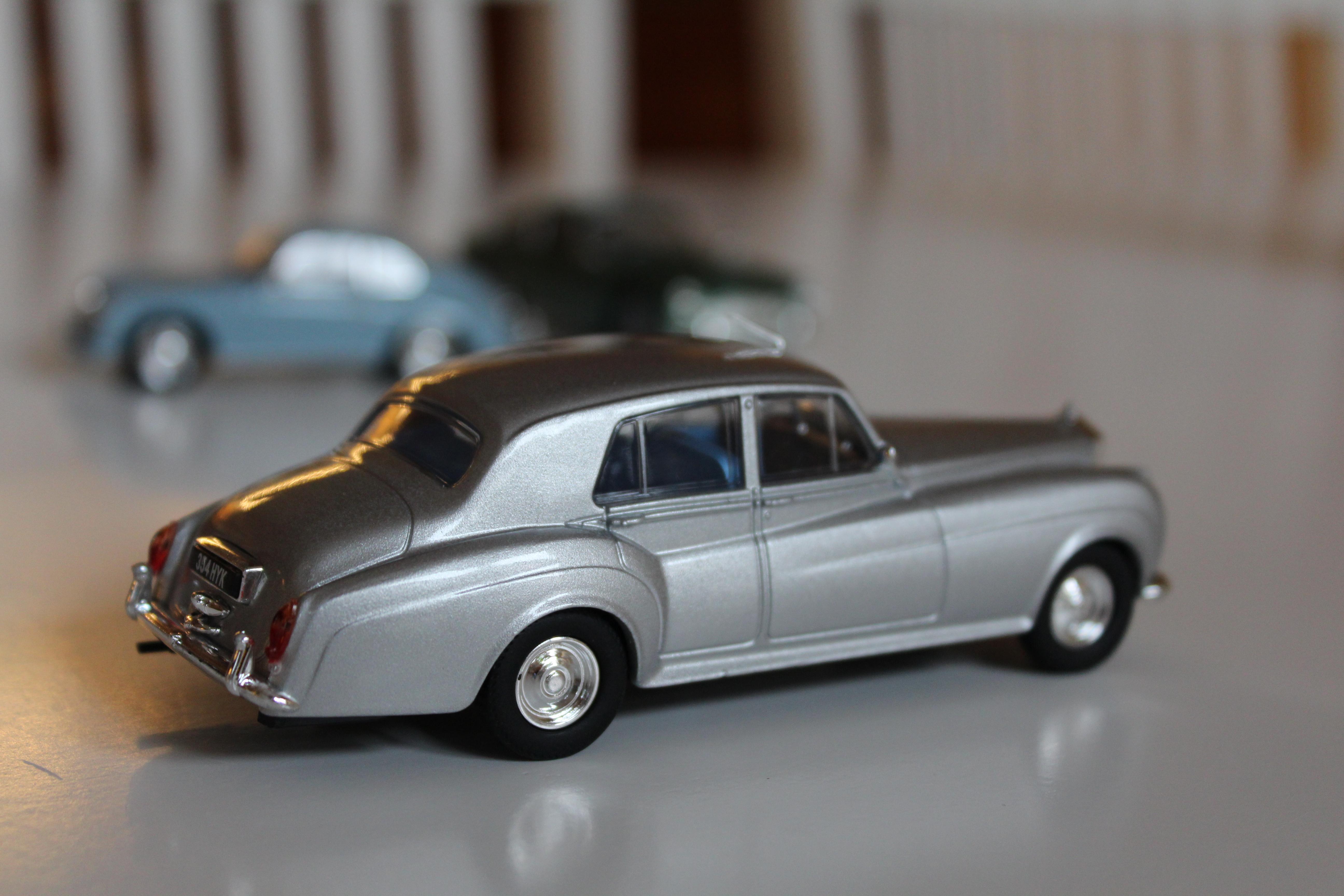 Rolls Royce Silver Cloud med sin lite bakåtlutade stance.