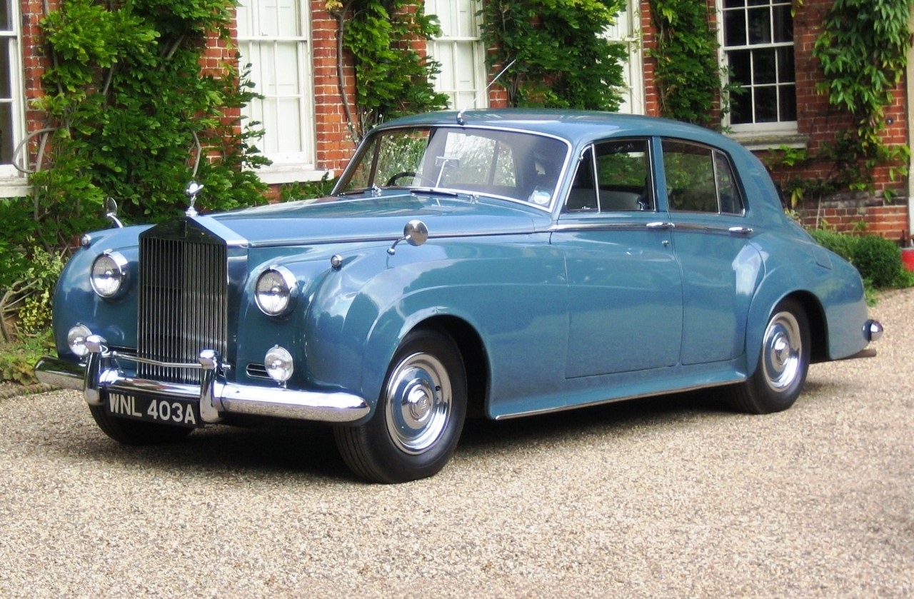 """Rolls Royce Silver Cloud från 1955. Rak sexa på 4.9 liter med omodern """"halvtopp"""". Dock underbar gångkultur!"""